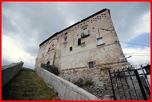 Castello di montazzoli castelli della provincia di chieti - Finestre castelli medievali ...