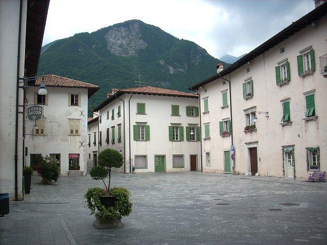 Castello di venzone borgo fortificato di venzone for Piazza del friuli