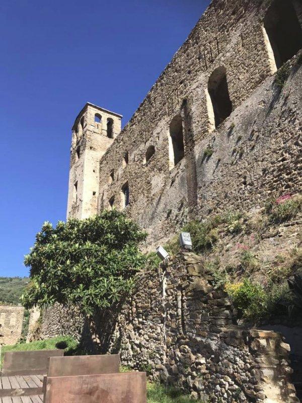 Tutte le fortificazioni della provincia di imperia in sintesi castelli della liguria - Finestre castelli medievali ...