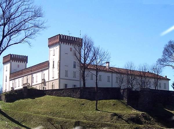 http://www.mondimedievali.net/Castelli/Lombardia/varese/castigl01.jpg