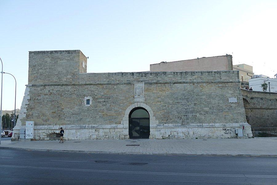 Tutte le fortificazioni della provincia di bari in sintesi pagina 1 castelli della puglia - Finestre castelli medievali ...