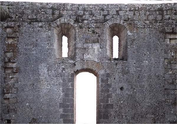 Castelli della puglia provincia di bari gravina in - Finestre castelli medievali ...
