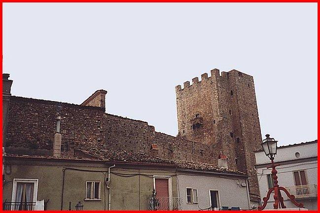 Castelli della puglia provincia di foggia pietra montecorvino - Finestre castelli medievali ...