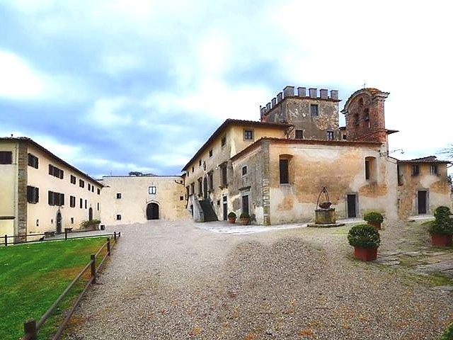 http://www.mondimedievali.net/Castelli/Toscana/arezzo/montoz02.jpg