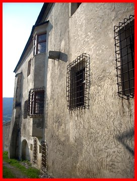 Castel velturno 2 schloss velthurns 2 castelli della - Finestre castelli medievali ...