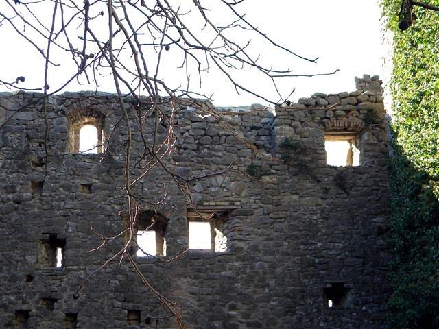 Borgo fortificato di san gregorio frazione di assisi - Finestre castelli medievali ...