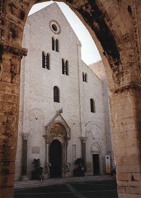 reporter  chiese di bari antica  basilica di san nicola