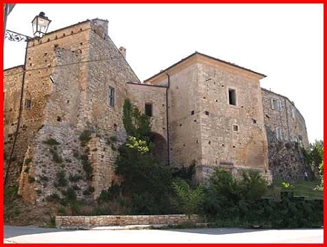 San Valentino in Abruzzo Citeriore castello Farnese.