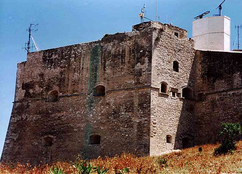 Castello di vieste castelli della puglia provincia di - Finestre castelli medievali ...