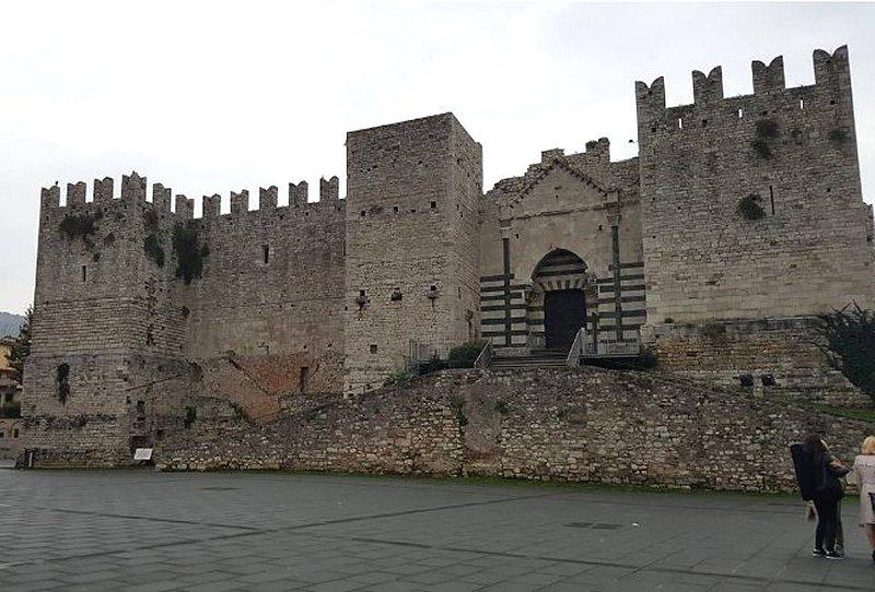 Tutte le fortificazioni della provincia di prato in sintesi castelli della toscana - Finestre castelli medievali ...
