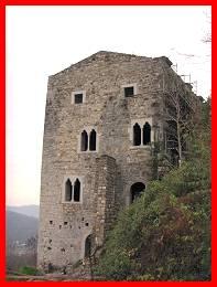 Castello di partistagno castelli del friuli venezia - Finestre castelli medievali ...
