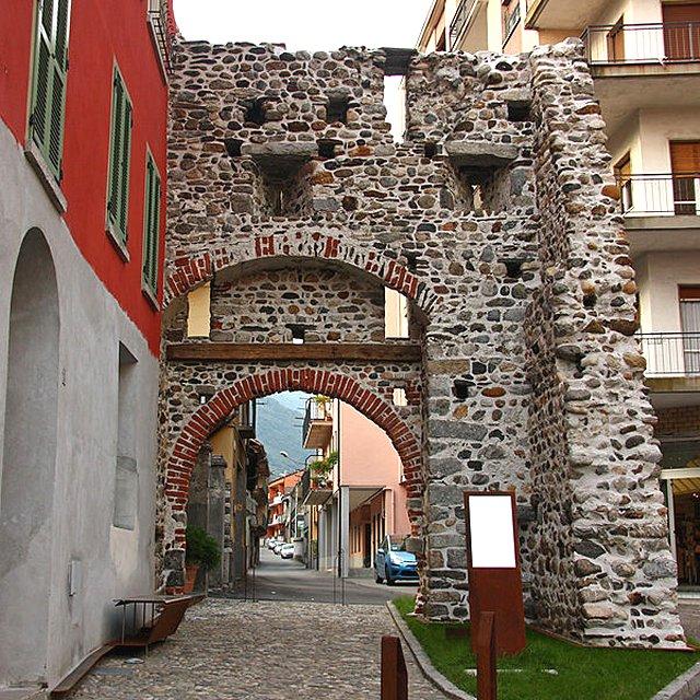 Tutte le fortificazioni della provincia di verbania in for Case che sembrano castelli